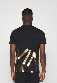 Calvin Klein - GOLD BIG - Print T-shirt - black - 2