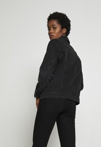 Vero Moda - VMKATRINA LOOSE JACKET MIX - Džínová bunda - black - 2