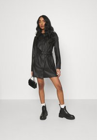 NA-KD - MATIAMU BY SOFIA BELTED MINI DRESS - Sukienka koszulowa - black - 1
