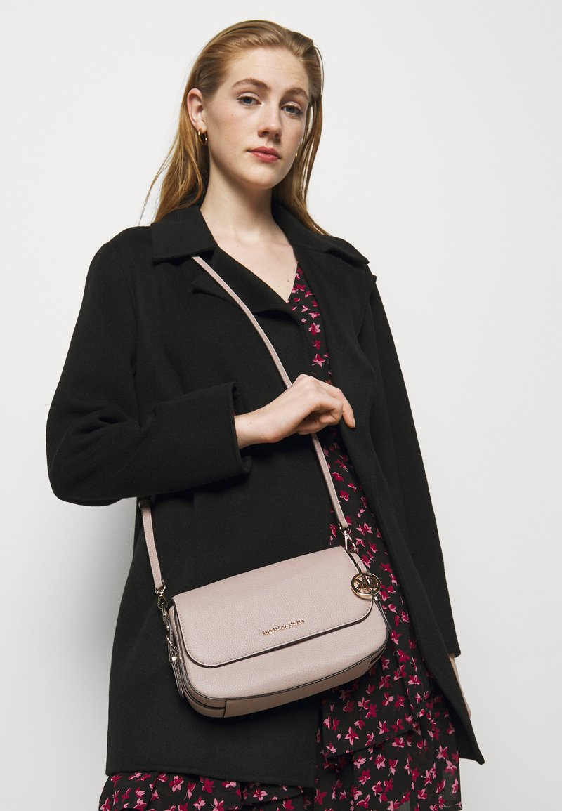 MICHAEL Michael Kors - BEDFORD LEGACY FLAP XBODY - Borsa a tracolla - soft pink