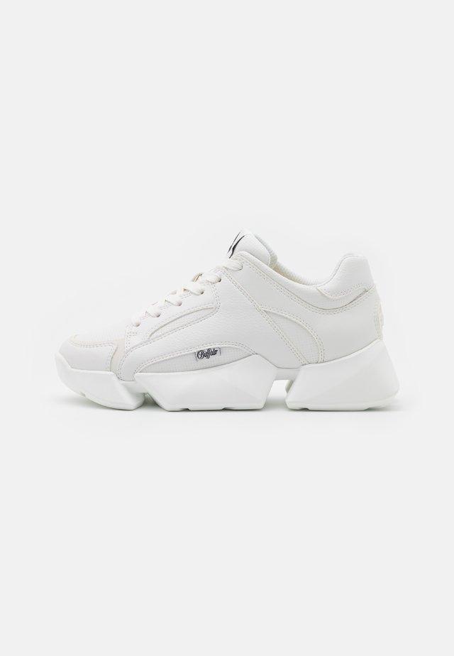 VEGAN MATRIX ONE - Sneakersy niskie - white