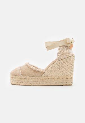 CATALINA  - Sandály na platformě - sand