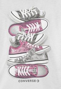 Converse - SHOE STACK - Camiseta estampada - white - 2