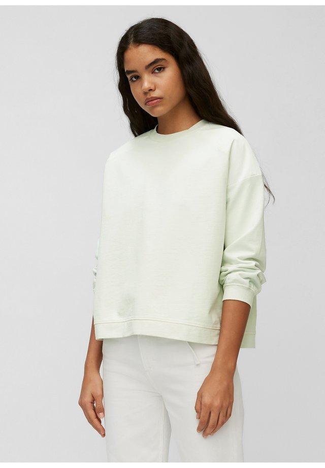 Sweater - blue glow