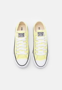 Converse - CHUCK TAYLOR ALL STAR SEASONAL COLOR UNISEX - Trainers - zitron - 3