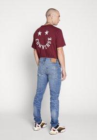 American Eagle - MEDIUM WASH TAPER - Jeans slim fit - medium bright indigo - 2