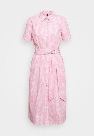 REISA DRESS - Skjortekjole - pink