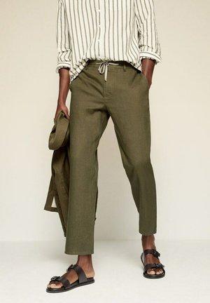 RELAXED FIT - Pantaloni - khaki