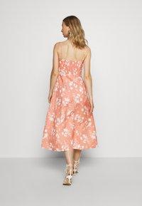EDITED - YUMIKO DRESS - Denní šaty - orange/weiß - 2