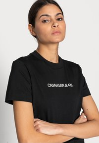 Calvin Klein Jeans - SHRUNKEN INSTITUTIONAL TEE - Print T-shirt - black - 4