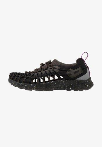 UNEEK - Hiking shoes - black spray