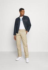 Levi's® - THE TRUCKER - Denim jacket - med indigo - 1