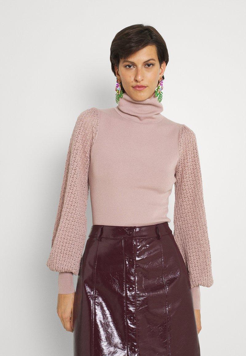 Fashion Union Tall - HARDY POINTELLE SLEEVE JUMPER - Stickad tröja - taupe/pink