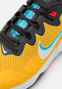 Nike Performance - WILDHORSE 7 - Trail hardloopschoenen - dark sulfur/pure platinum/off noir - 5