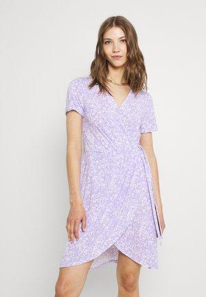 VINAYELI WRAP DRESS - Jerseykjole - lavender