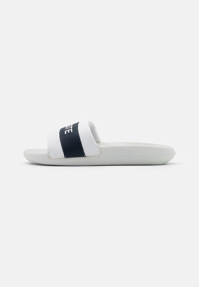 CROCO SLIDE  - Mules - white/navy