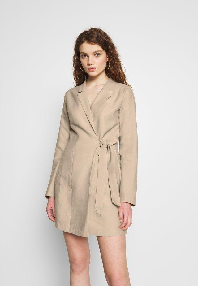 WRAP SUIT DRESS - Vestido informal - beige