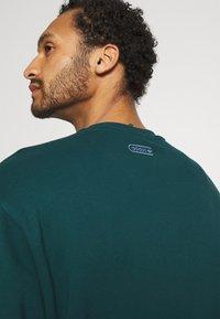 adidas Originals - CREW UNISEX - Sudadera - wild teal - 4
