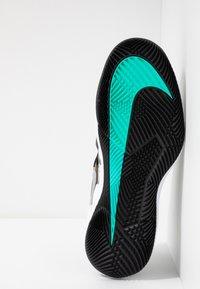 Nike Performance - AIR ZOOM VAPOR X - Allcourt tennissko - wheat/metallic silver/hyper jade/desert ore/black/white - 4