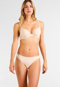 Maidenform - LOVE THE LIFT - NATURAL BOOST CONVERTIBLE DEMI - Multiway / Strapless bra - latte lift/ivory - 1