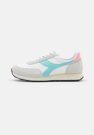 KOALA - Trainers - white/blue tint/coral blush
