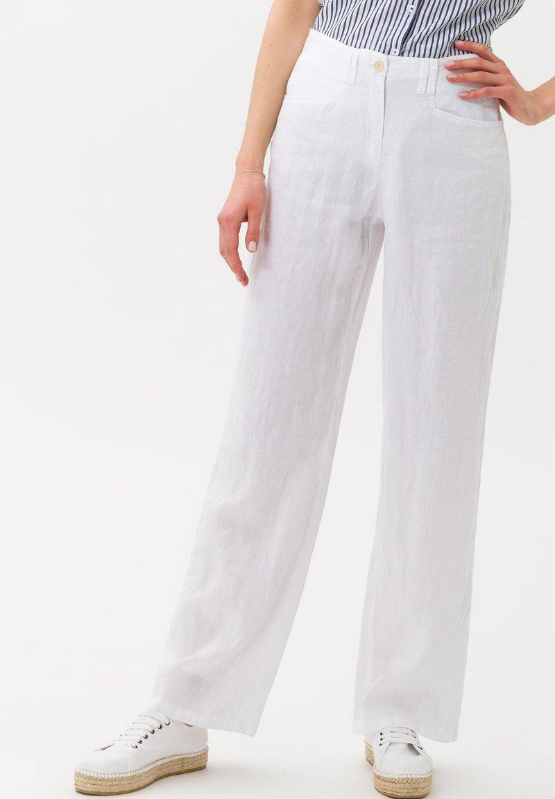 BRAX - STYLE FARINA - Broek - white
