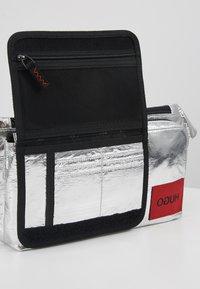 HUGO - KOMBINAT BUMBAG - Bum bag - silver - 5