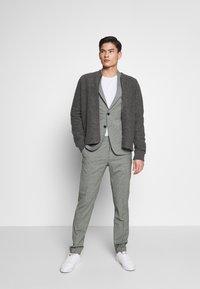 Tommy Hilfiger Tailored - FLEX MINI CHECK SLIM FIT SUIT - Traje - grey - 1