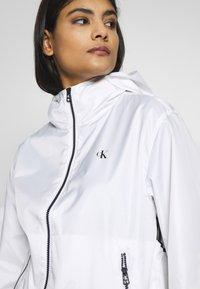 Calvin Klein Jeans - LARGE LOGO HOODED ZIP THROUGH - Summer jacket - bright white - 6