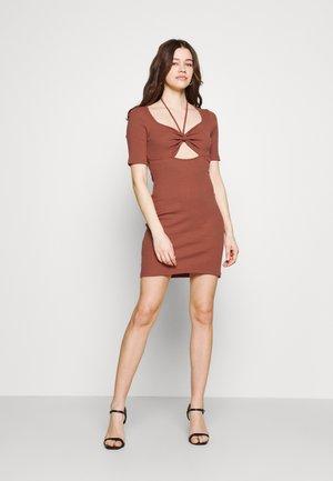 Sukienka z dżerseju - cinnamon