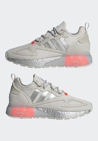 adidas Originals - ZX 2K BOOST UNISEX - Tenisky - grey one/silver metallic/solar red - 7