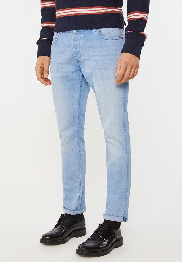 MET GEBLEEKTE WASSING - Slim fit -farkut - blue
