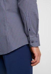 OLYMP - OLYMP NO.6 SUPER SLIM FIT  - Formal shirt - rot - 4