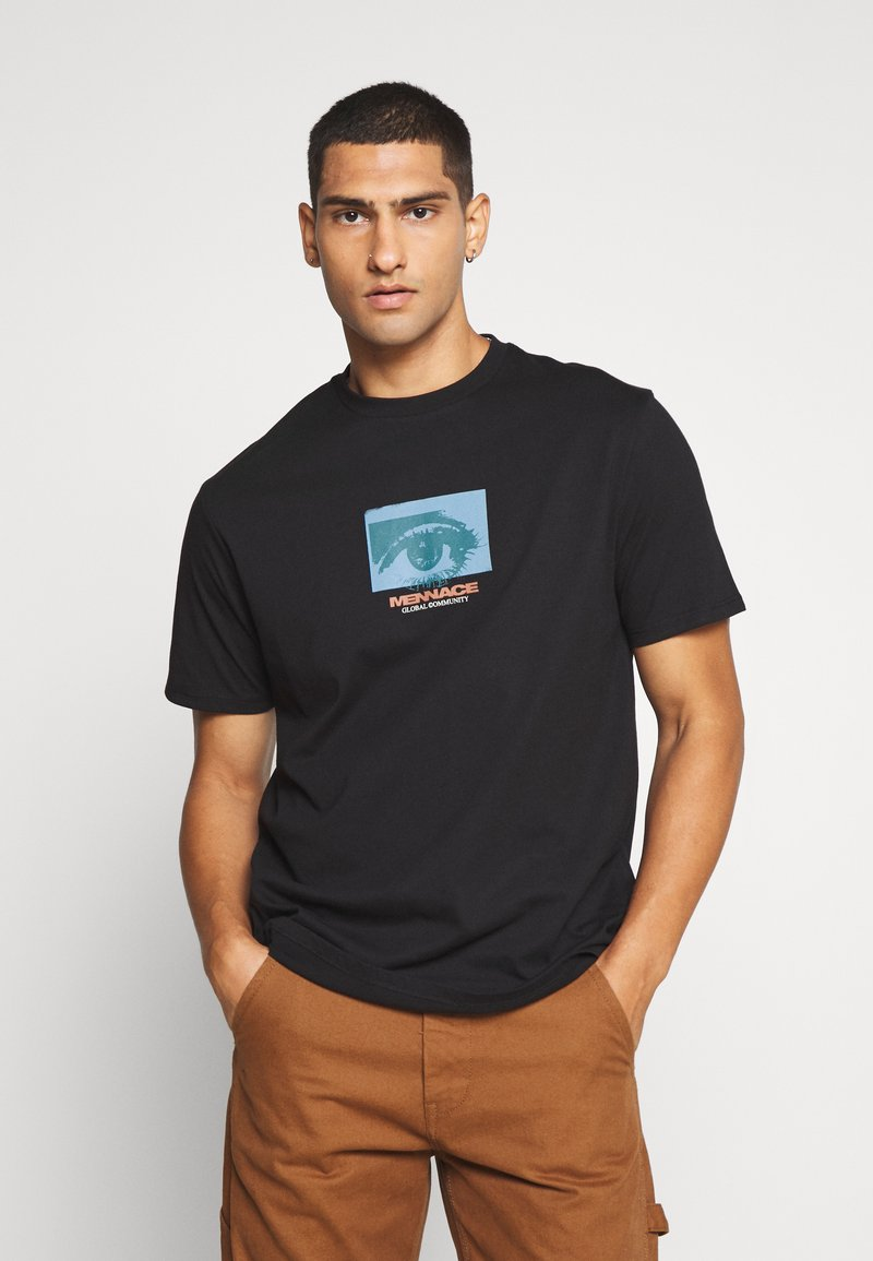 Mennace - ALL EYES ON ME - Print T-shirt - black