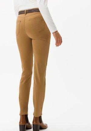 CAROLA - Slim fit jeans - cognac