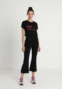 Merchcode - LOVE DEFINITION TEE - Camiseta estampada - black - 1