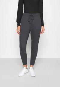 Abercrombie & Fitch - LOGO - Teplákové kalhoty - asphalt - 0