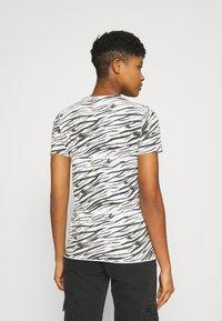 ONLY - ONLGINA LIFE - Print T-shirt - cloud dancer - 2