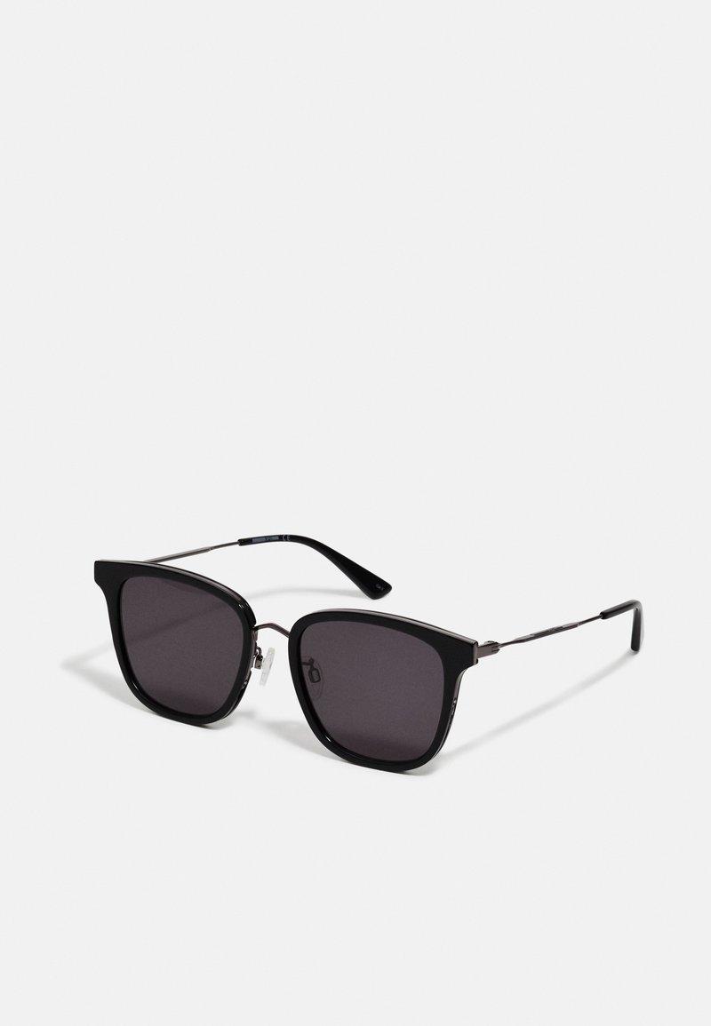 McQ Alexander McQueen - Sluneční brýle - black