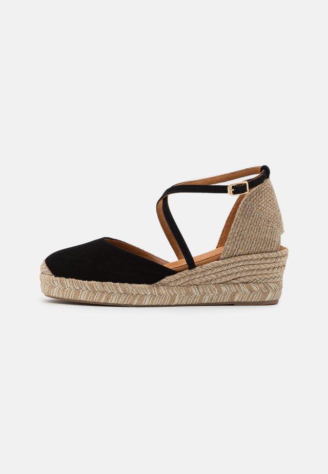 CAUDE  - Sandały na platformie - black