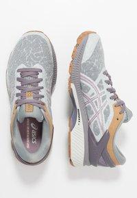 ASICS - GEL-KAYANO 26 - Obuwie do biegania treningowe - glacier grey/lavender grey - 1