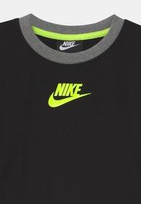 Nike Sportswear - COLOR BLOCKED CREW - Felpa - black - 2