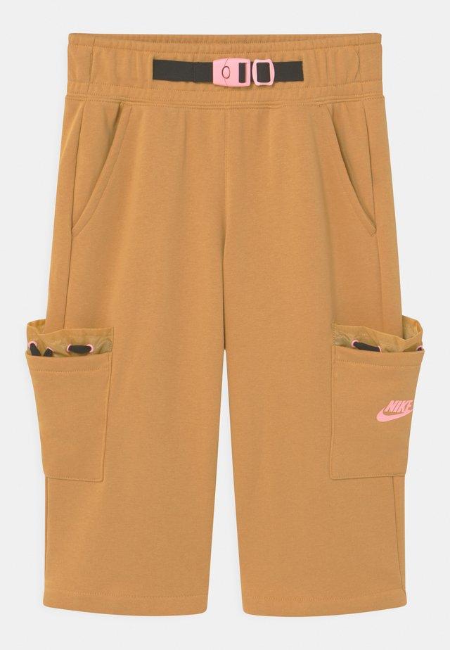 Shorts - bucktan/black/arctic punch
