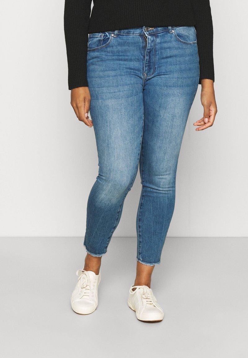 ONLY Carmakoma - CARRUSH LIFE   - Jeans Skinny Fit - medium blue denim