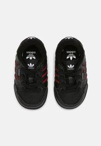 adidas Originals - CONTINENTAL 80 STRIPES UNISEX - Sneakersy niskie - core black/collegiate navy/vivid red - 3
