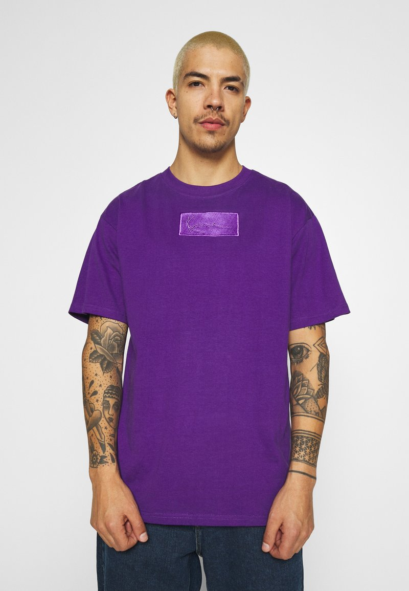 Karl Kani - SMALL SIGNATURE BOX TEE UNISEX  - Print T-shirt - purple