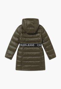Calvin Klein Jeans - ESSENTIAL LONG - Kabát zprachového peří - green - 2