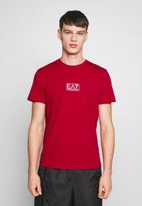 EA7 Emporio Armani - Print T-shirt - tango red - 0