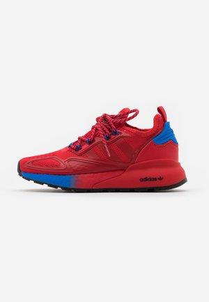 ZX 2K BOOST UNISEX - Sneakers basse - scarlet/blue