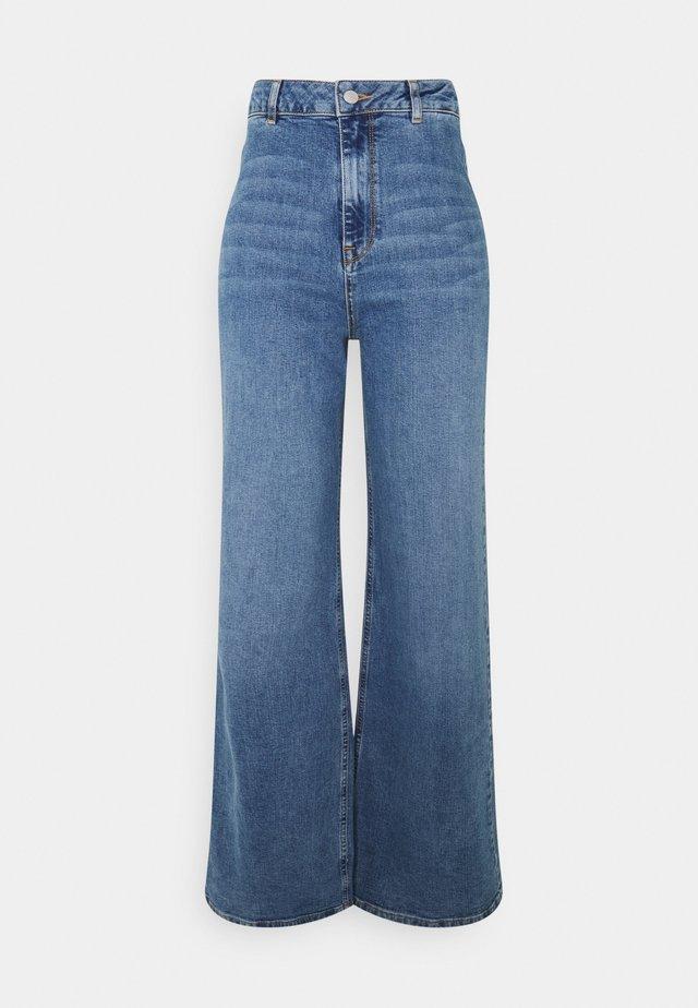 SLFASLY WIDE - Flared Jeans - light blue denim